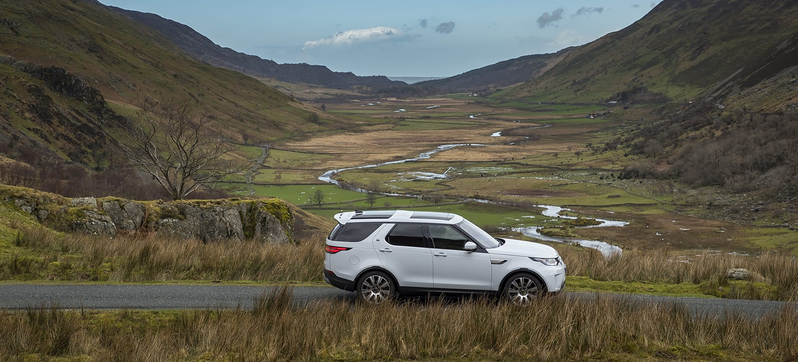 Discovering Wiltshire Picnic Spots in the All New Land Rover Discovery