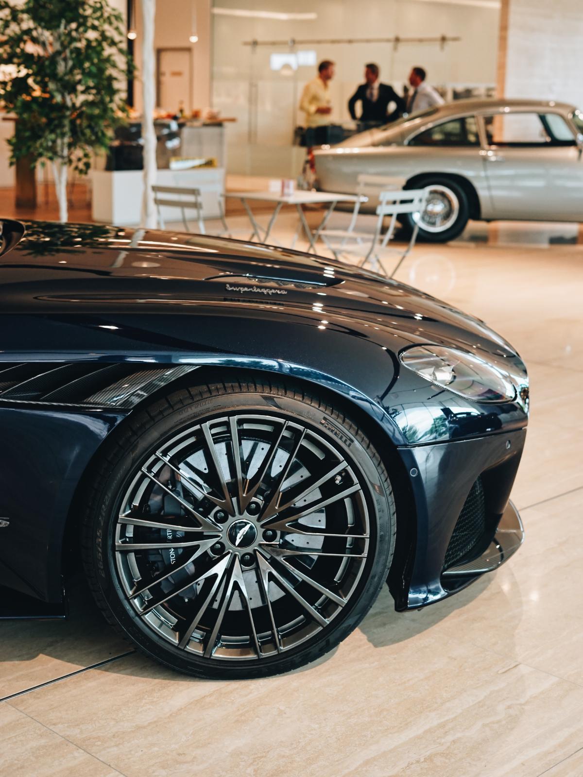 Aston Martin DBS Superleggera Volante Portrait Wheel