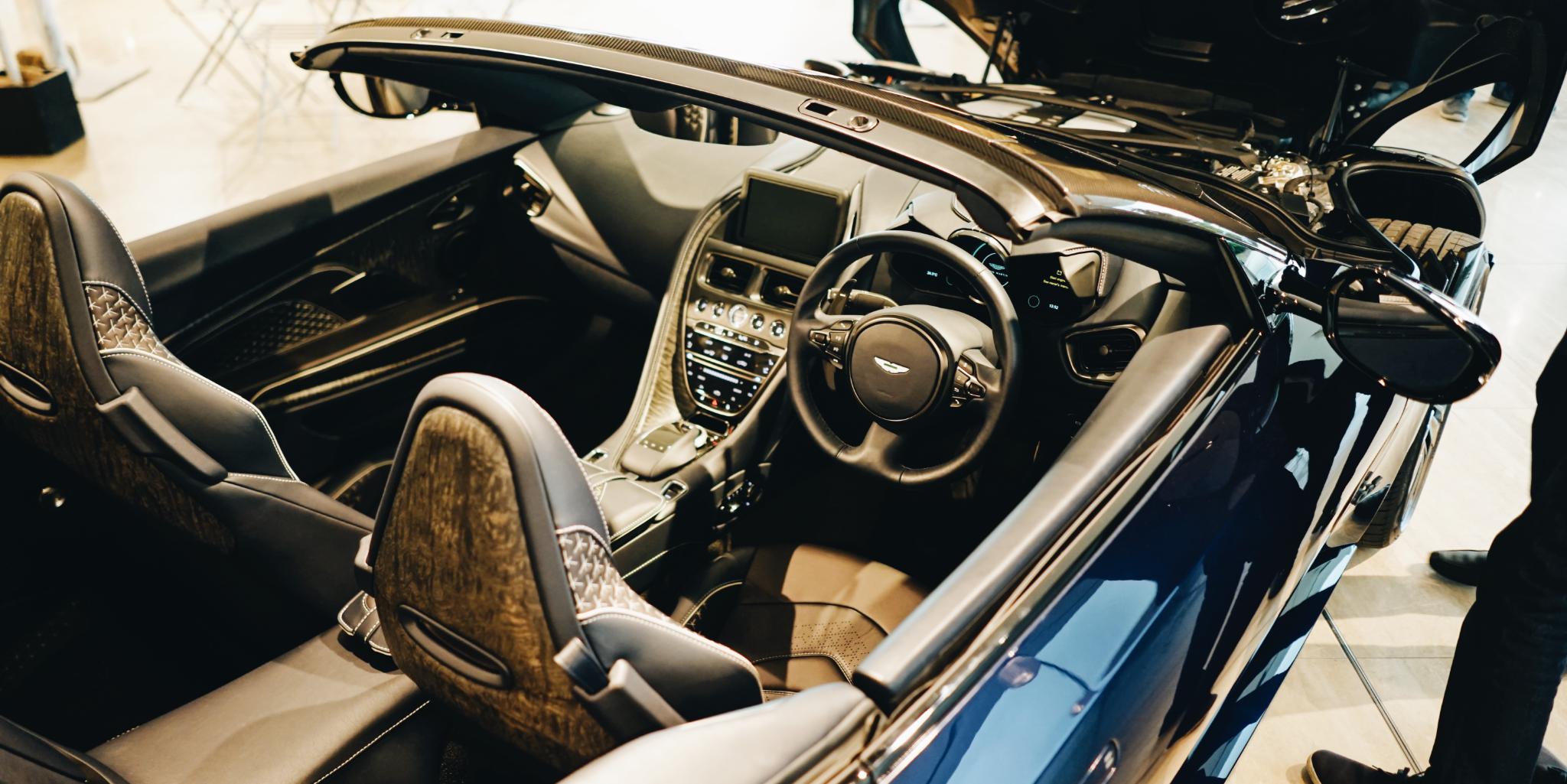Aston Martin DBS Superleggera Volante Interior