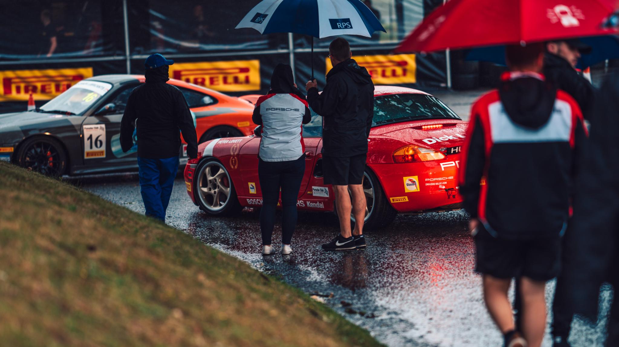 Porsche Classic Restoracing In The Rain