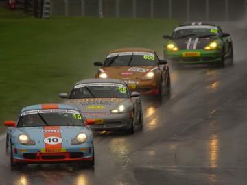 Porsche restoracing at oulton park raining