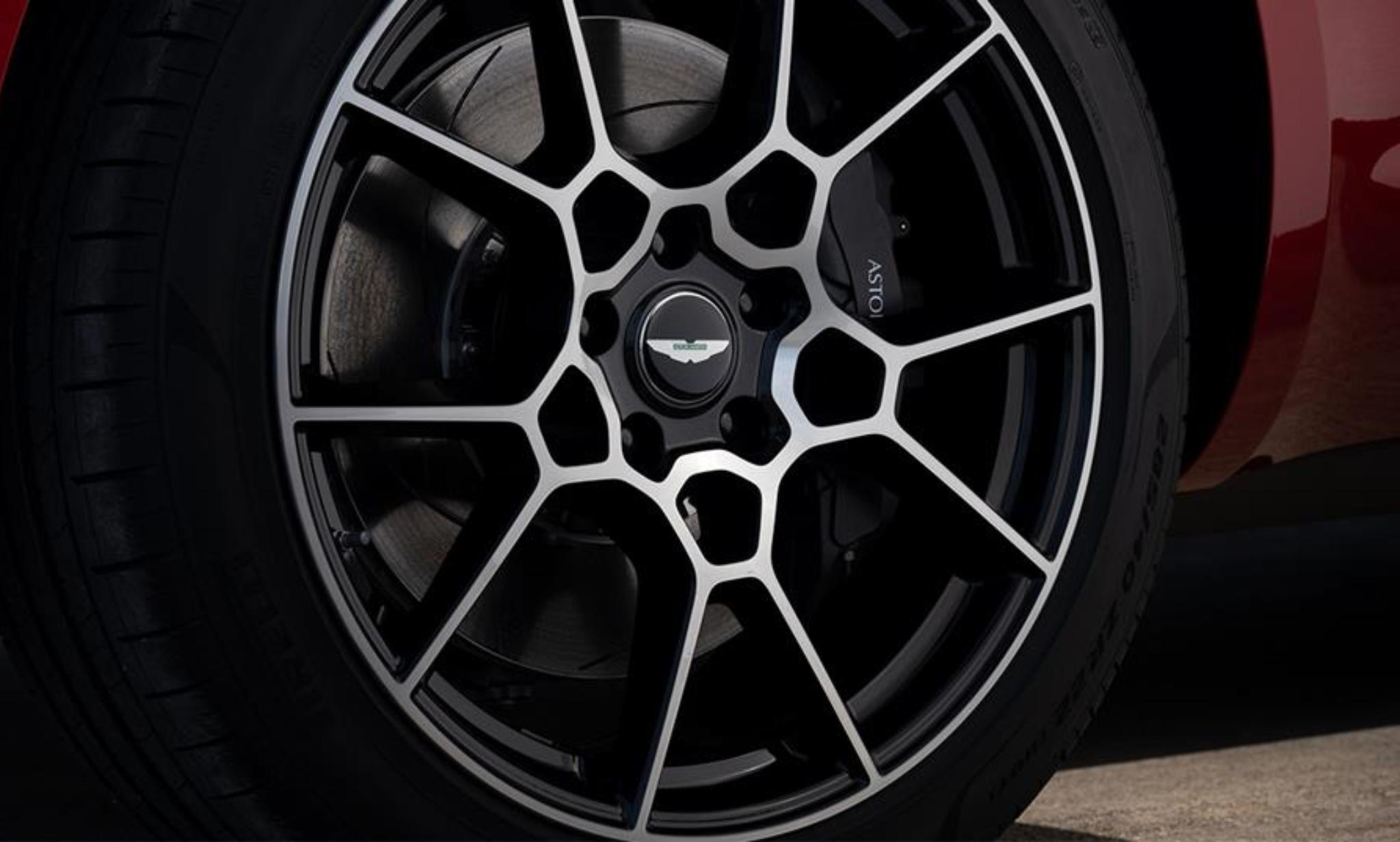 Aston Martin DBX 22%22 Wheels