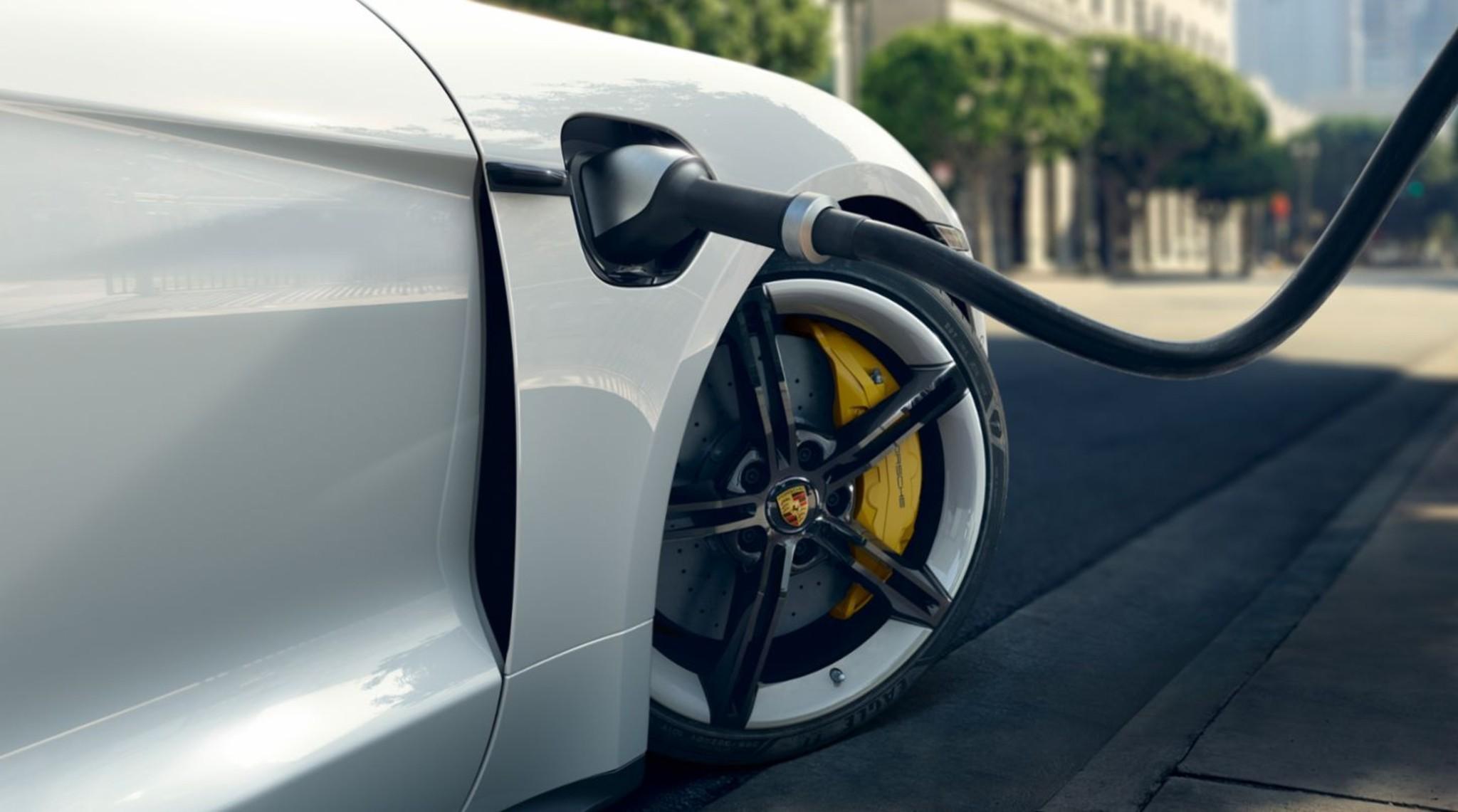 Porsche Taycan Turbo S Brakes
