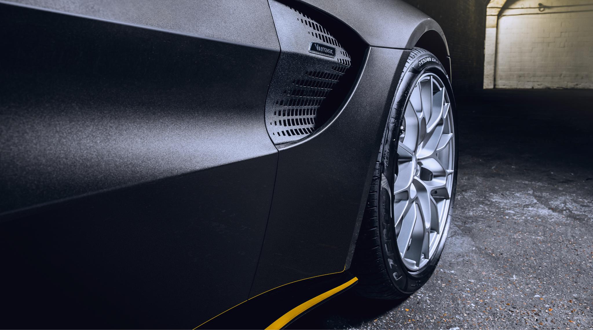 Aston Martin Vantage 007 Edition Side