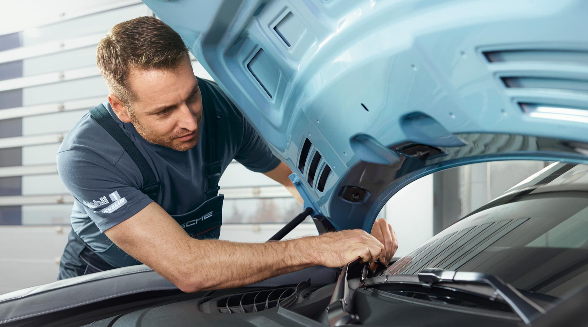 Porsche Taycan Service
