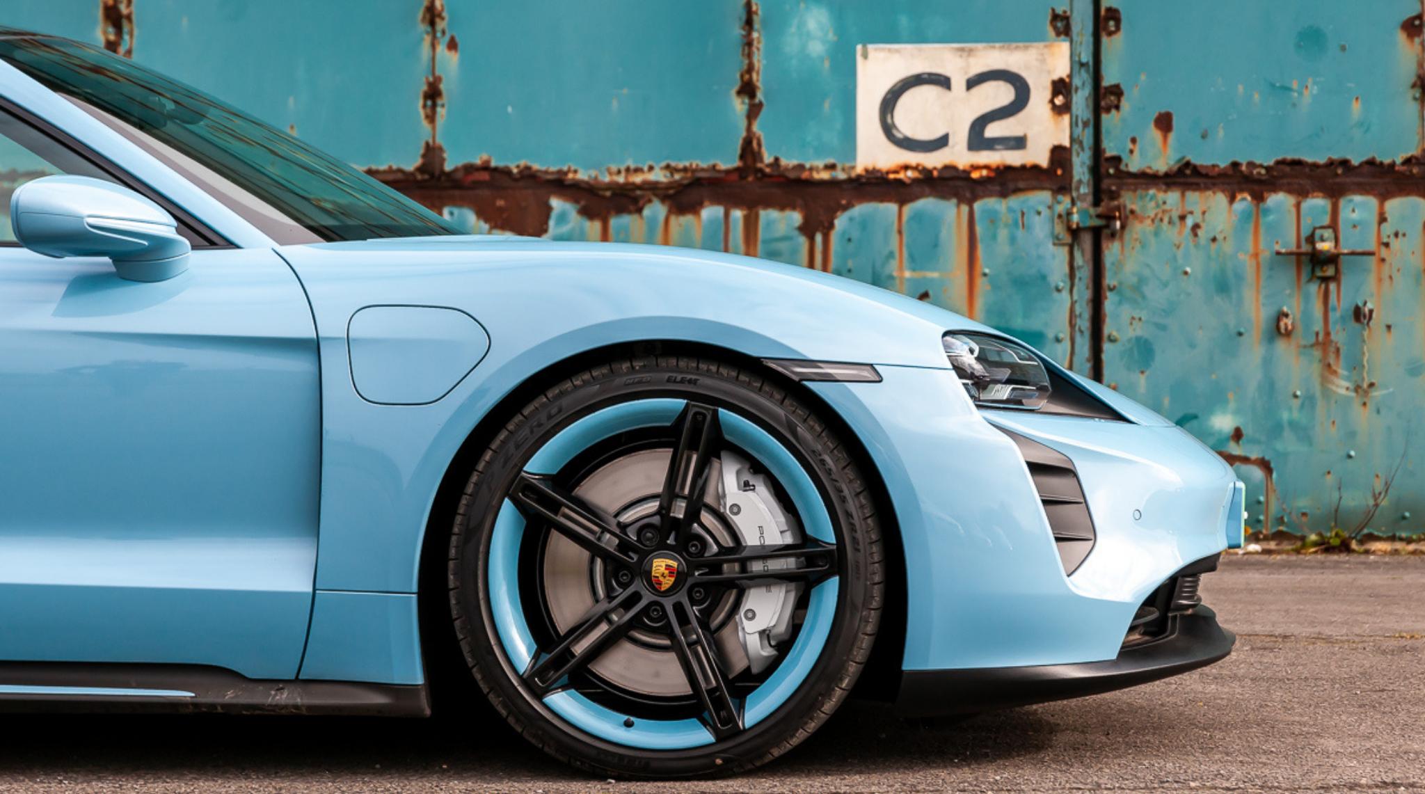 Blue Porsche Taycan2