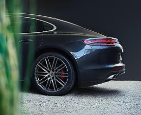 Porsche Panamera Turbo Image 1