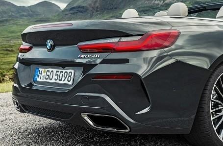 BMW 8 Series Convertible Image 2