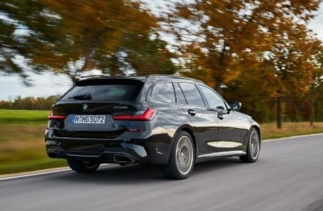 BMW M340i xDrive Image 2