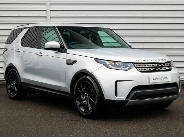Reserve your 2020 Land Rover Discovery SDV6 (306hp) SE 5-door