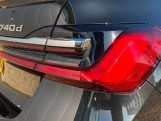 2020 BMW 740d xDrive M Sport Saloon (Black) - Image: 21