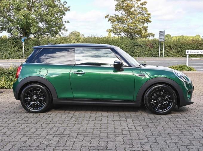 2020 MINI 3-door Cooper Classic (Green) - Image: 3