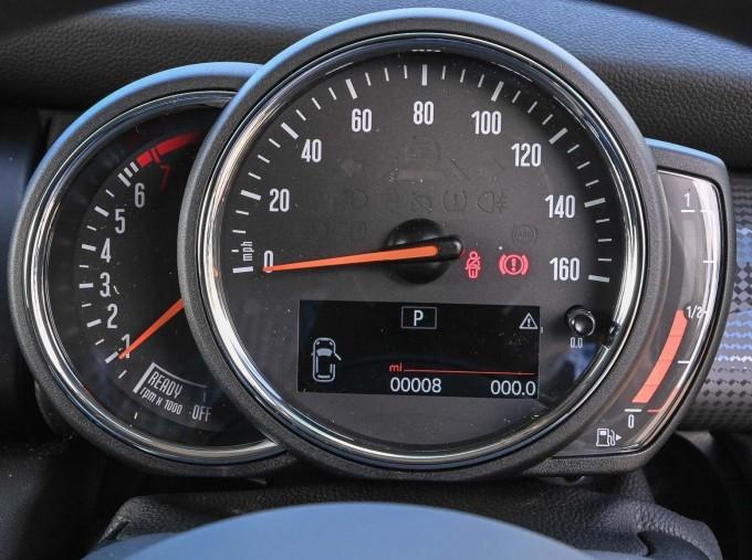 2020 MINI 3-door Cooper Classic (Green) - Image: 9