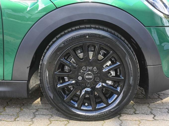 2020 MINI 3-door Cooper Classic (Green) - Image: 14