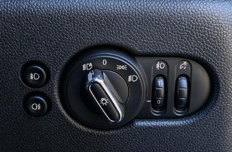 2020 MINI 3-door Cooper Classic (Green) - Image: 19