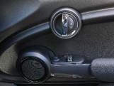 2020 MINI 3-door Cooper Classic (Green) - Image: 22