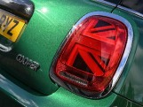 2020 MINI 3-door Cooper Classic (Green) - Image: 24