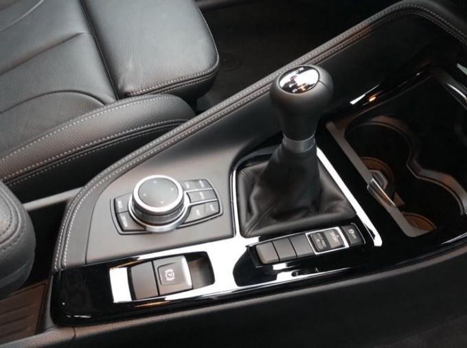 2020 BMW SDrive18d M Sport (Blue) - Image: 10