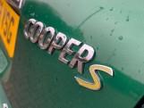 2019 MINI Cooper S E Exclusive (Green) - Image: 24