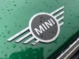 2019 MINI Cooper S E Exclusive (Green) - Image: 31