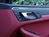 2020 Porsche PDK 4WD 5-door (Black) - Image: 16