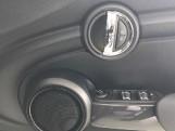 2020 MINI 5-door Cooper Classic (Black) - Image: 20