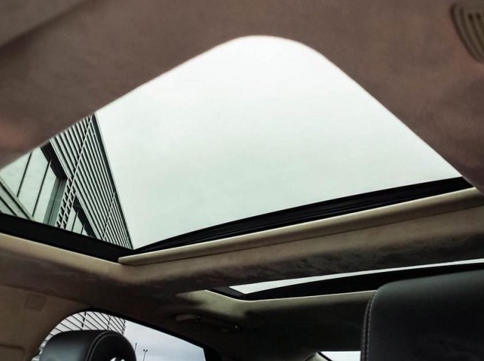 2017 Jaguar V6 Portfolio Auto 4-door (Grey) - Image: 16