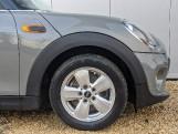 2017 MINI 5-door Cooper (Grey) - Image: 4