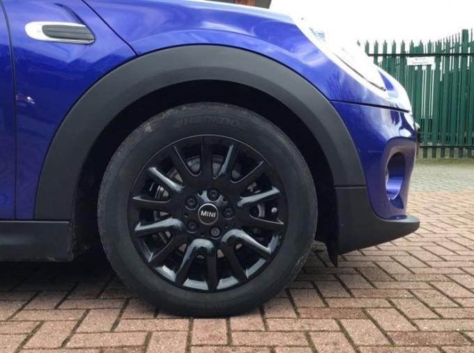2020 MINI 3-door Cooper Classic (Blue) - Image: 14