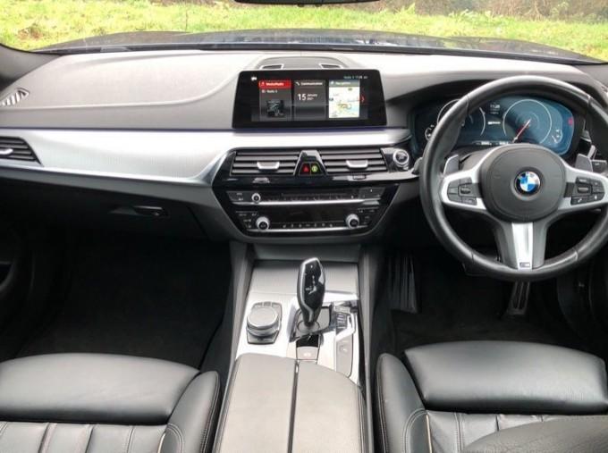 2018 BMW 530e M Sport iPerformance Saloon (Blue) - Image: 4