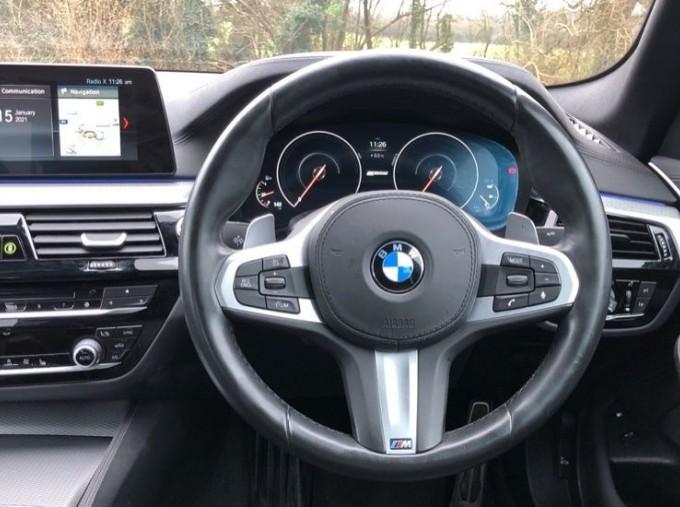 2018 BMW 530e M Sport iPerformance Saloon (Blue) - Image: 5