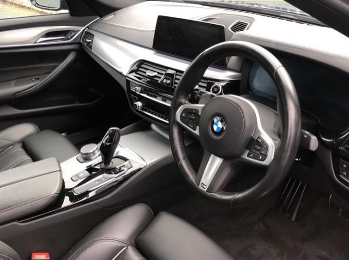 2018 BMW 530e M Sport iPerformance Saloon (Blue) - Image: 6
