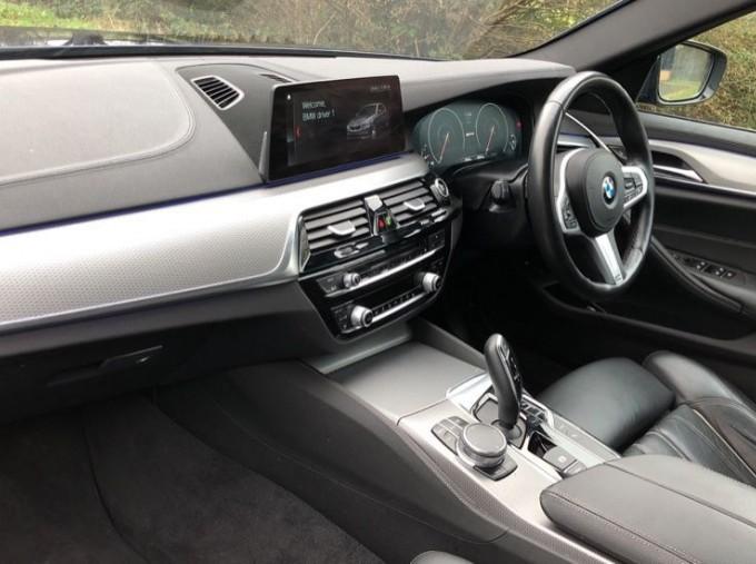 2018 BMW 530e M Sport iPerformance Saloon (Blue) - Image: 7