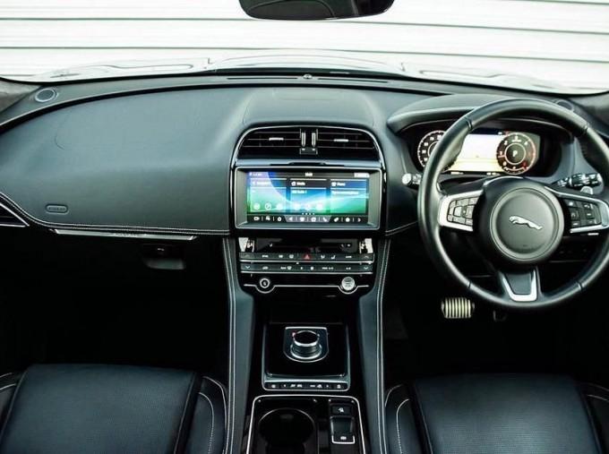 2019 Jaguar Chequered Flag Auto 5-door (Grey) - Image: 9