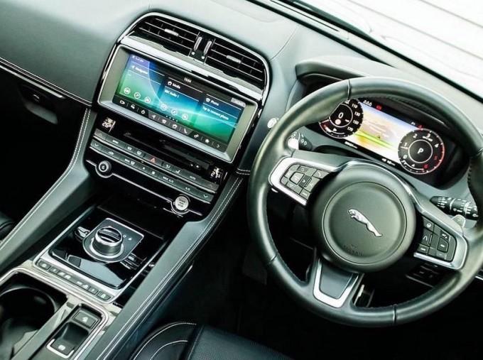 2019 Jaguar Chequered Flag Auto 5-door (Grey) - Image: 10