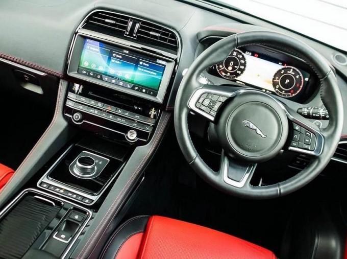 2019 Jaguar Chequered Flag Auto 5-door (White) - Image: 10