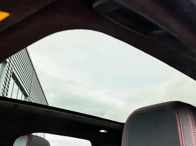 2019 Jaguar Chequered Flag Auto 5-door (White) - Image: 16