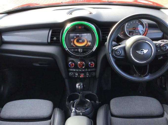2014 MINI Cooper 3-door Hatch (Red) - Image: 4