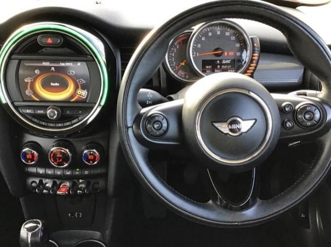 2014 MINI Cooper 3-door Hatch (Red) - Image: 5