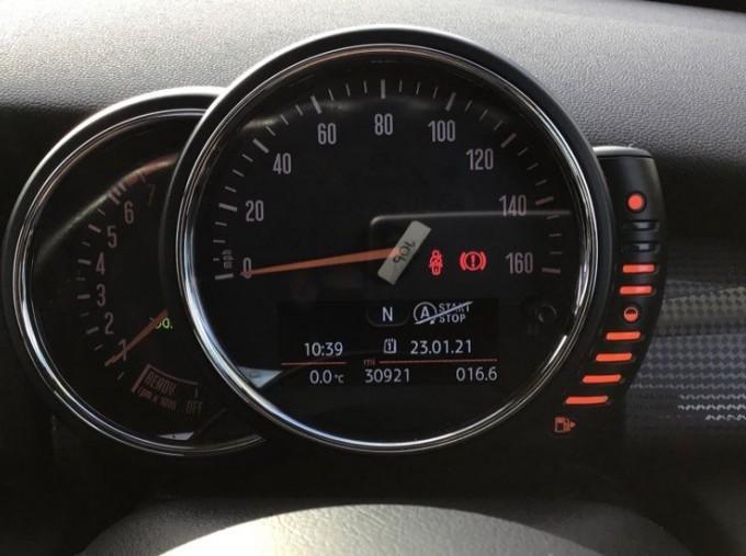 2014 MINI Cooper 3-door Hatch (Red) - Image: 9