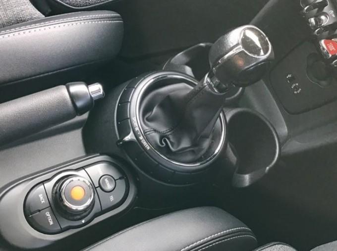2014 MINI Cooper 3-door Hatch (Red) - Image: 10
