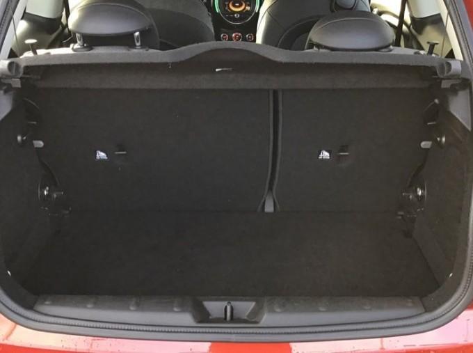 2014 MINI Cooper 3-door Hatch (Red) - Image: 13