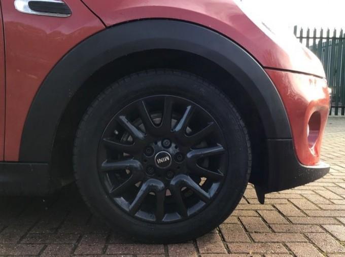 2014 MINI Cooper 3-door Hatch (Red) - Image: 14