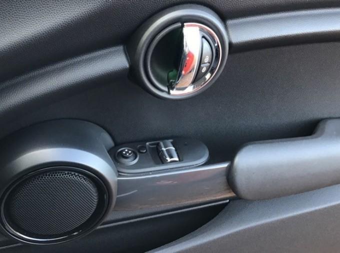 2014 MINI Cooper 3-door Hatch (Red) - Image: 20