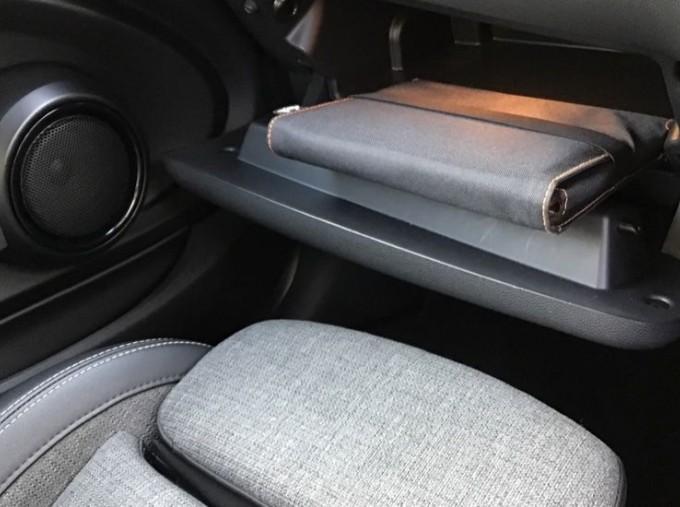 2014 MINI Cooper 3-door Hatch (Red) - Image: 21