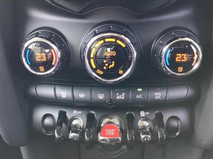 2014 MINI Cooper 3-door Hatch (Red) - Image: 23