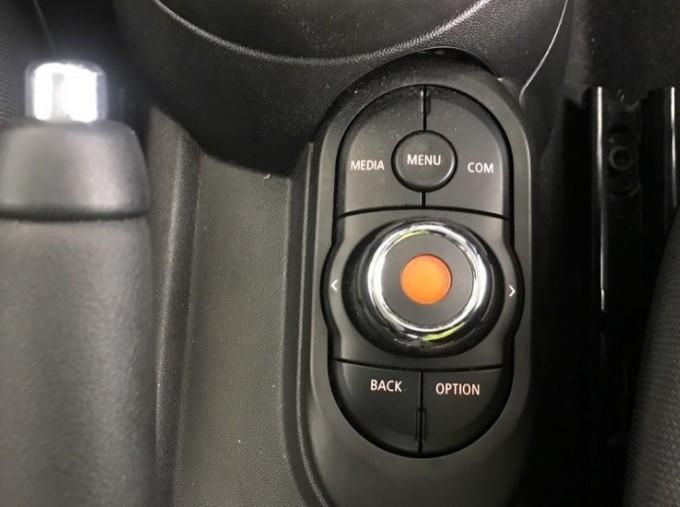 2020 MINI 5-door Cooper Classic (Black) - Image: 19