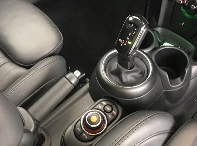 2020 MINI 5-door Cooper Exclusive (Black) - Image: 10
