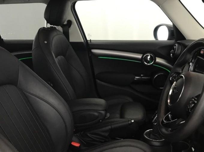 2020 MINI 5-door Cooper Exclusive (Black) - Image: 11