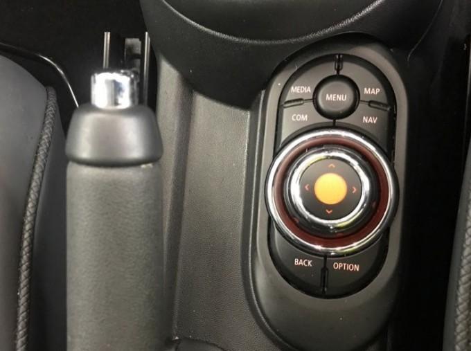 2020 MINI 5-door Cooper Exclusive (Black) - Image: 19